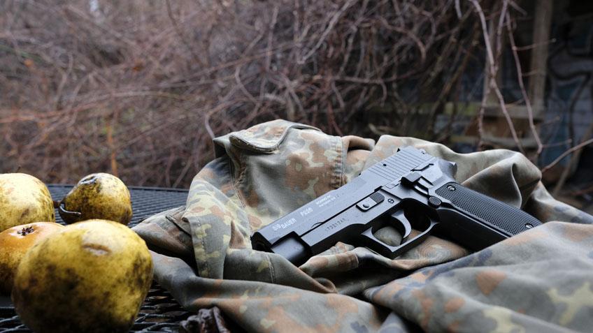 Sig Sauer P226 airsoft spring pistol